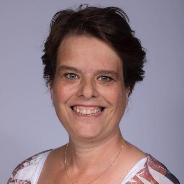 Astrid Vink, salaris-administrateur, a.vink@ceb-overijssel.nl
